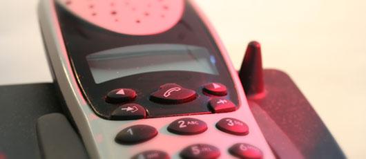 DECT Telefon in rotem Licht